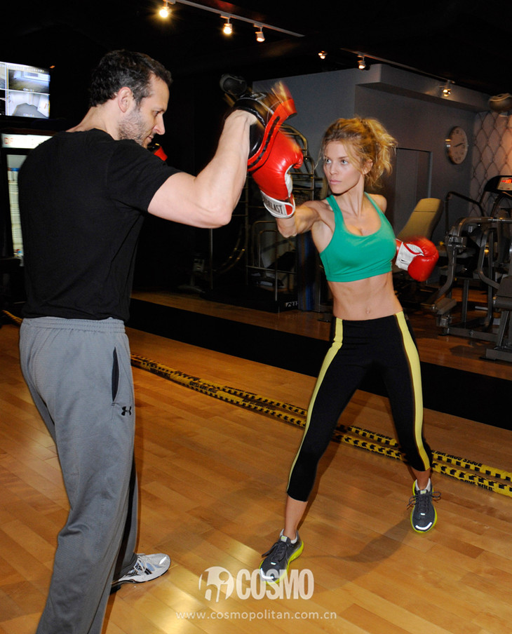 Pictures-AnnaLynne-McCord-Sports-Bra-Boxing (2)