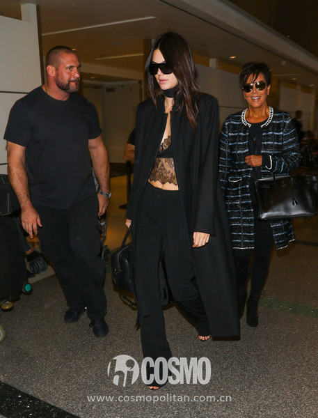 Kendall+Jenner+Kendall+Kris+Jenner+Grab+Flights+ZxgHGCPqS6yl