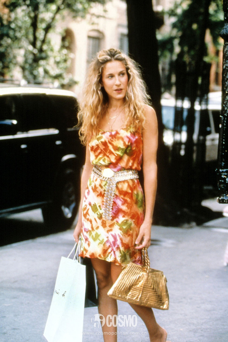 034-carrie-bradshaw-outfits